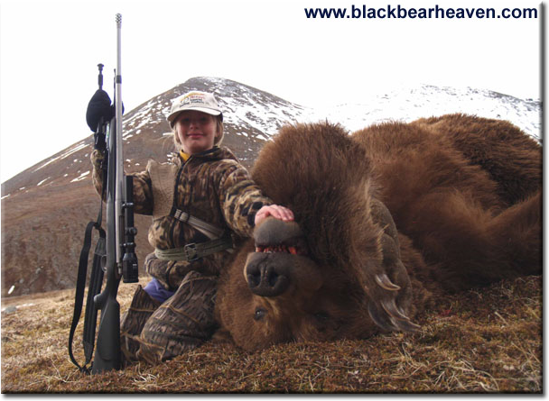 9 Year Old Girl Shoots Giant Brown Bear